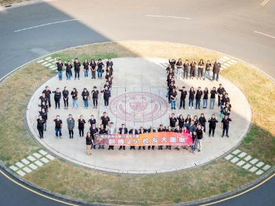 薪傳25校友大團聚 校友總會捐助起飛計畫弱勢助學金