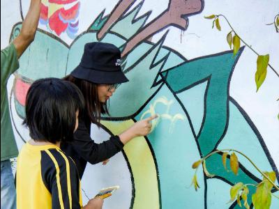 讓社區更美麗 長榮大學數位內容設計學系美化大潭林子邊牆面