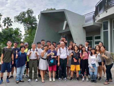 長榮大學認養巴克禮公園第一哩路  綠能系結合課程設計園區導覽APP