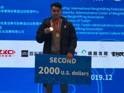 長榮大學運技系陳柏任 榮獲舉重世界盃96公斤級抓舉冠軍