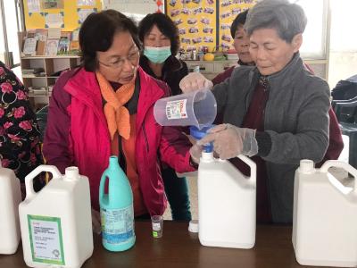 社區防疫動起來 長榮大學舉辦居家防疫課程 指導居民自製消毒液