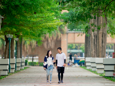 長榮大學營造校園美學 人行步道蛻變成藝術走廊