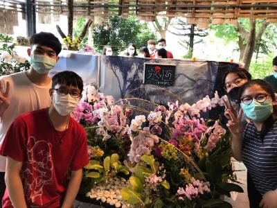 長榮大學蘭花學程與蘭科植物園攜手共創「蘭蘭美學」 師生一同打造夢幻布景