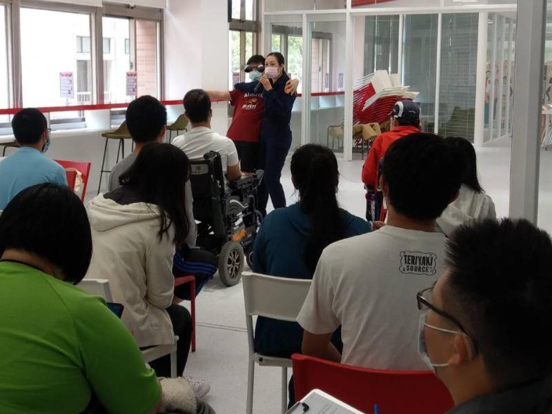 增強特教生自我防護意識  諮商中心邀請臺南市政府警察局婦幼警察隊教授防身術