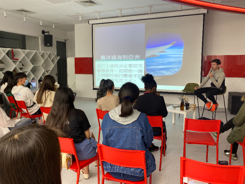 """The Seminar on """"Crash into This Island by Experiencing Its Languages"""" by Remy Gils at CJCU"""