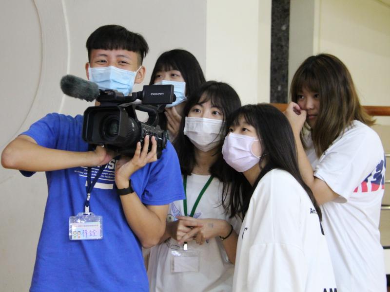 大傳系新聞與廣告營   高中職生感受傳播工作的有趣及辛苦
