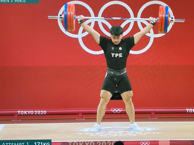 舉起奧運之夢  運技系陳柏任首次進軍東奧 勇奪男子96公斤級舉重決賽第五名