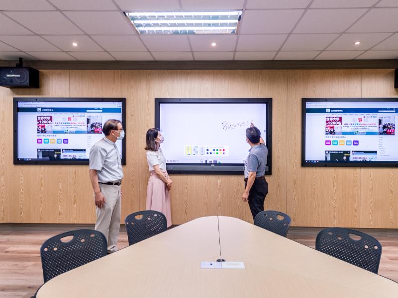 翻轉商管教育 管理學院打造商業智慧專業教室 建構智慧科技教學場域